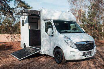 Opel Movano paardenwagen paardenvrachtwagen horsetruck