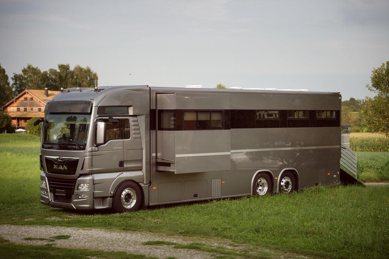 Opbouw paardenvrachtwagen