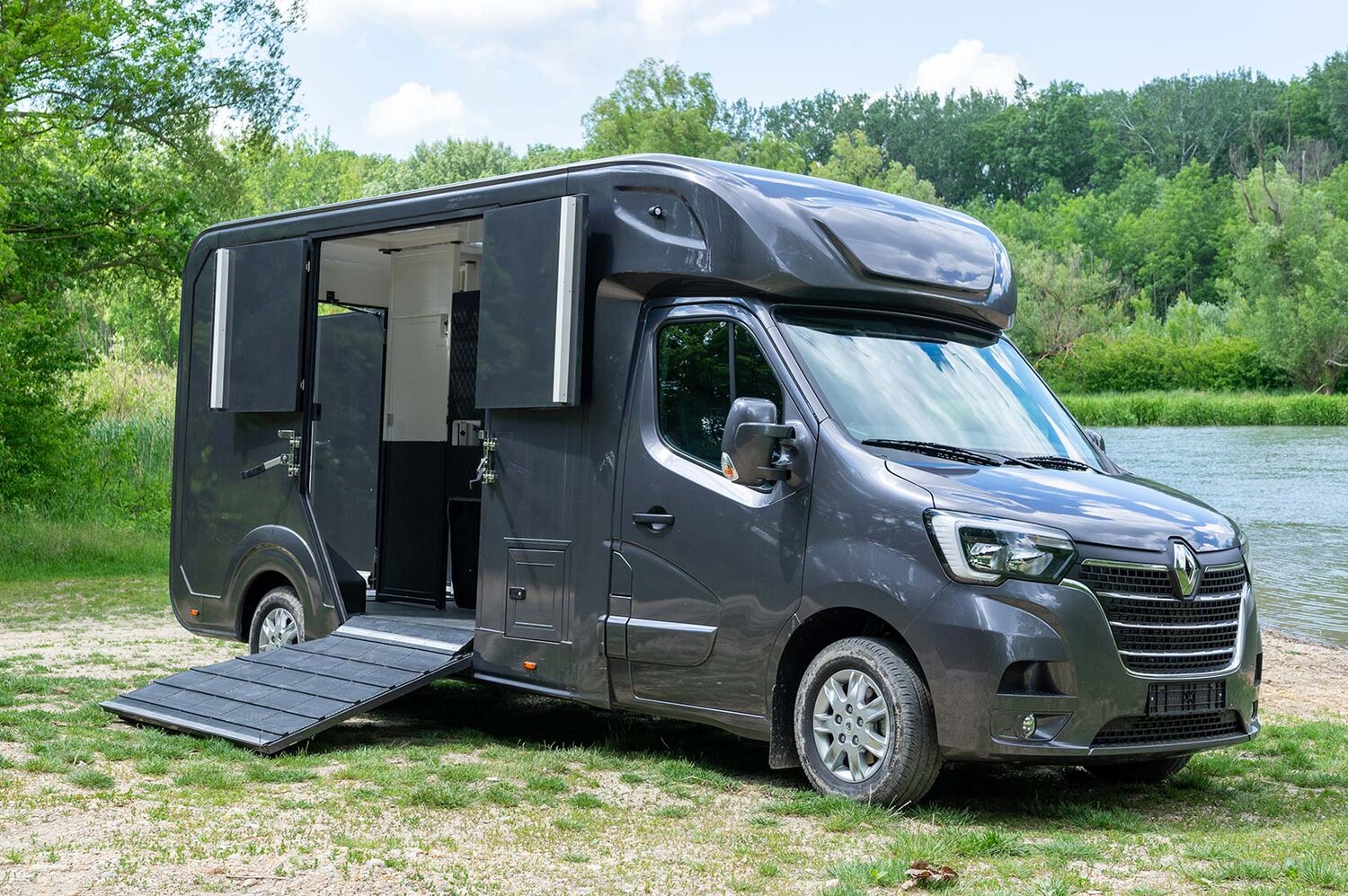Renault master red edition horsetruck