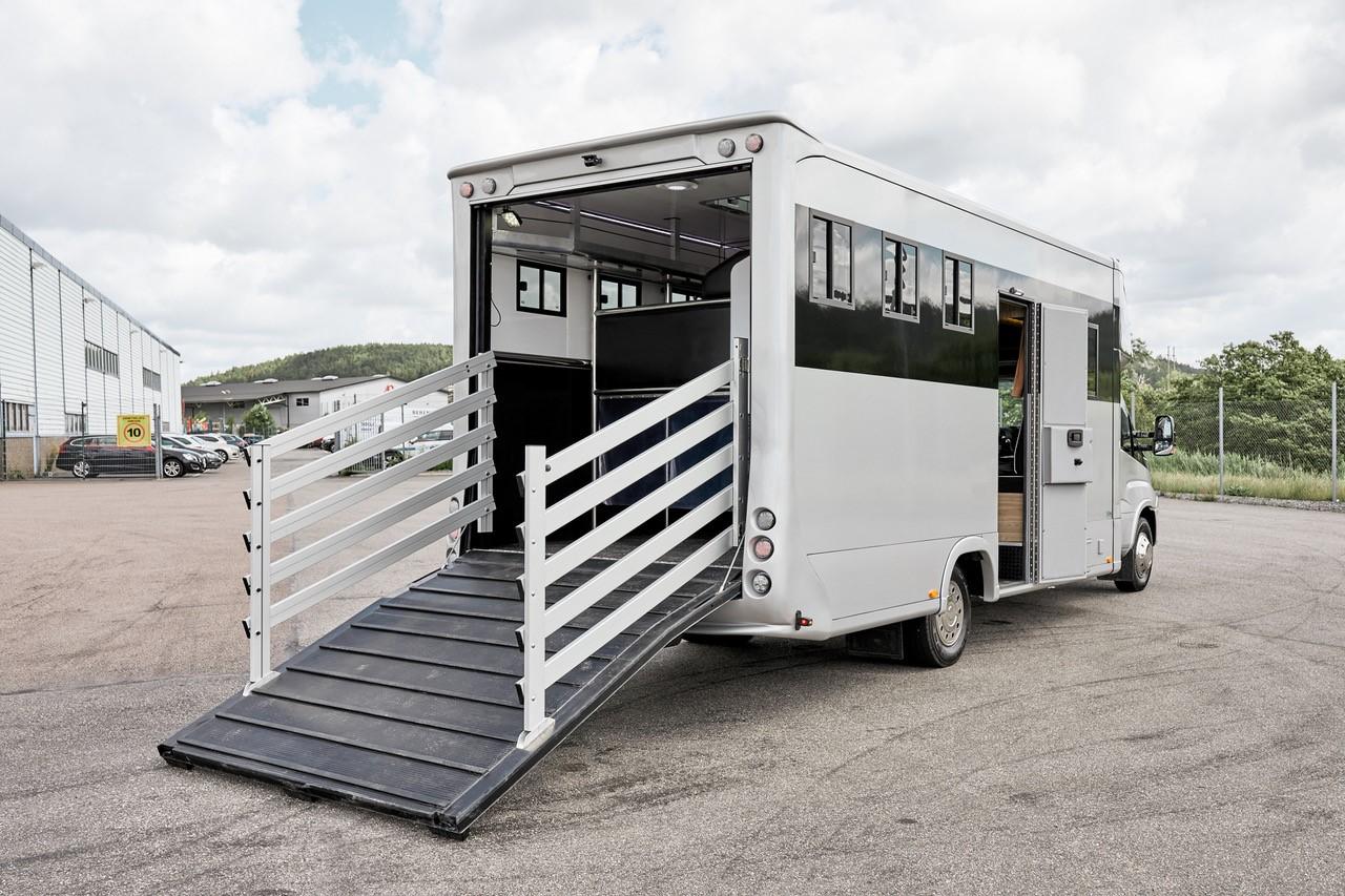 3-paards paardenvrachtwagen